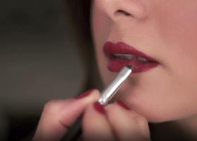 ¿Cómo llevar unos labios rojos?